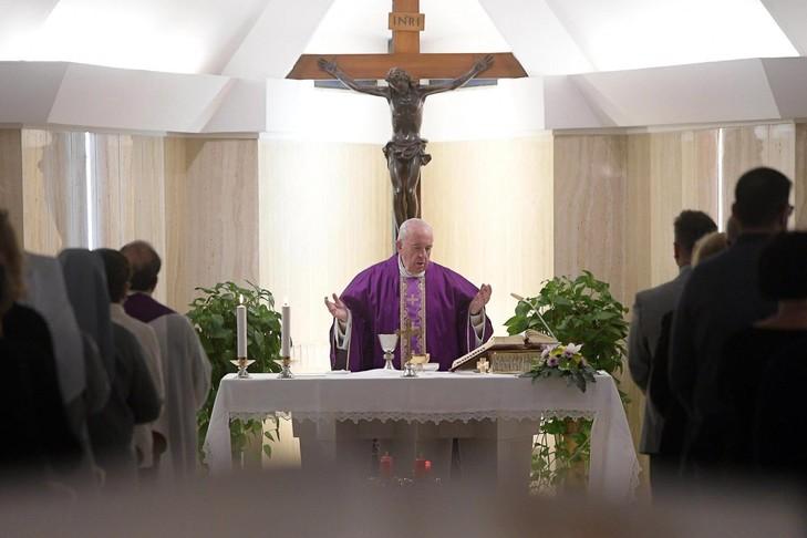 Francoisdune-messe-chapelle-residence-Sainte-Marthe-Vatican-5-decembre-dernier_0_729_486